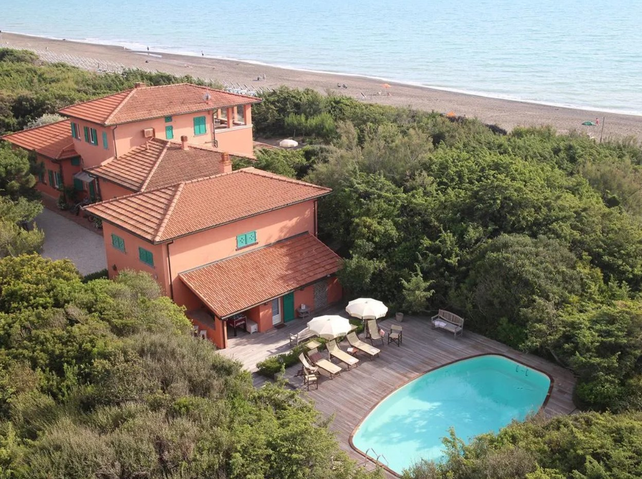 villa corallina marina di bibbona Beppe Grillo